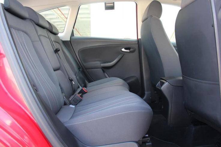 Amplia parte trasera del SEAT ALTEA XL 1.6 TDI STYLE con motor de 105 CV en oferta en Rekord Motor