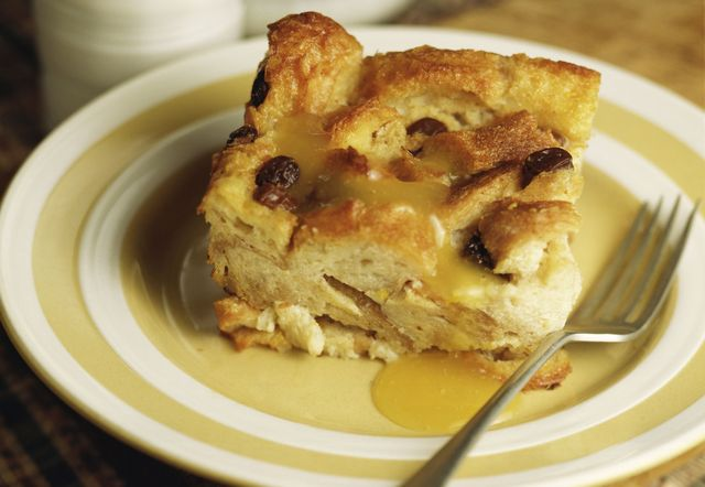 Bread puddings, Old fashioned bread pudding and Bread pudding recipes ...