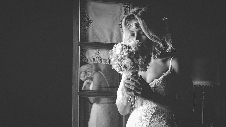 Y editando me encuentro con este #frame que me encanta, cuando las novias cogen entre sus manos el ramo... ♥ #wedding #weddingfilms #weddingstyle #videosdeboda #weddingvideos #videosbodascantabria #videosdebodasantander #videosdebodasuances #videosbodasbilbao #videosbodasasturias #videosbodasburgos #videosbodasvalladolid #filmmaker #videomaker #videoframe #filmingemotion #novia #boda #bride