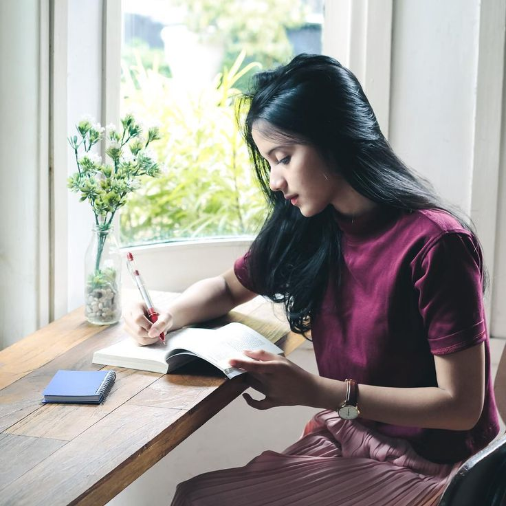 "20.1k Likes, 102 Comments - Rhesma A. (@rhesmanissa_) on Instagram: ""#RajutMimpimu #DimulaiDariTokopedia salah satu impian aku adalah menjadi penulis, karena kalau lagi…"""