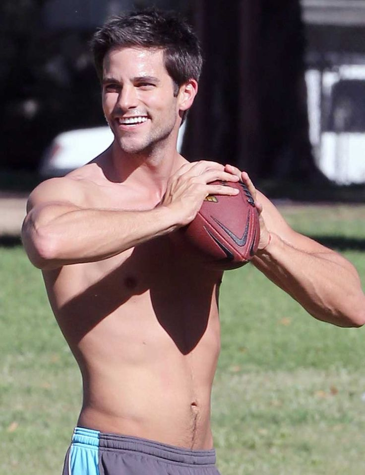 brant daugherty | Brant Daugherty, de 'Pretty Little Liars', se luce en el parque ...