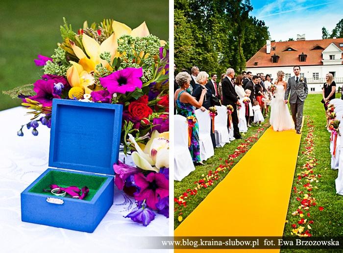 Ceremony, aisle, wedding rings box, / Kraina Ślubów / fot. Ewa Brzozowska
