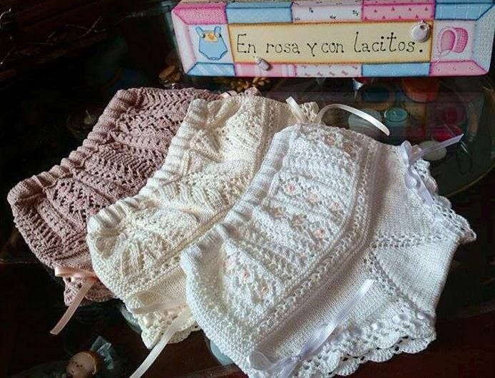 """Lacy low rise knickers / panties: tan, ivory, white. Tutorial """"Braguitas"""" including 4 patterns ($$) available for purchase on request by email to Rosa Bricio. ~~ En rosa y con lacitos"""