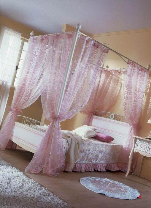 Luxusní dětská postel se závěsy pro malé princezny http://www.saloncardinal.com/thumbnails/4fd33fd0-d130-4c47-9a4d-355e2e696b7c/950x700