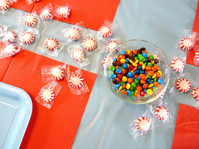 Simple and inexpensive decorations for a kid's Christmas cookie party.