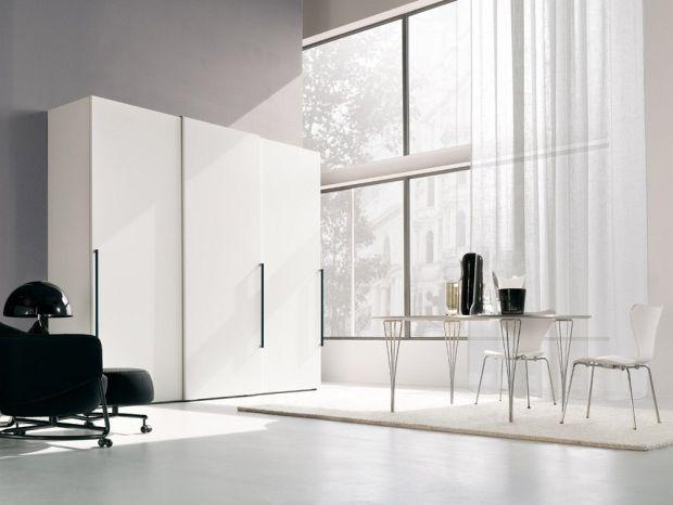 Wohnküche schwebetüren schrank-weiß metallgriffleisten schwarz