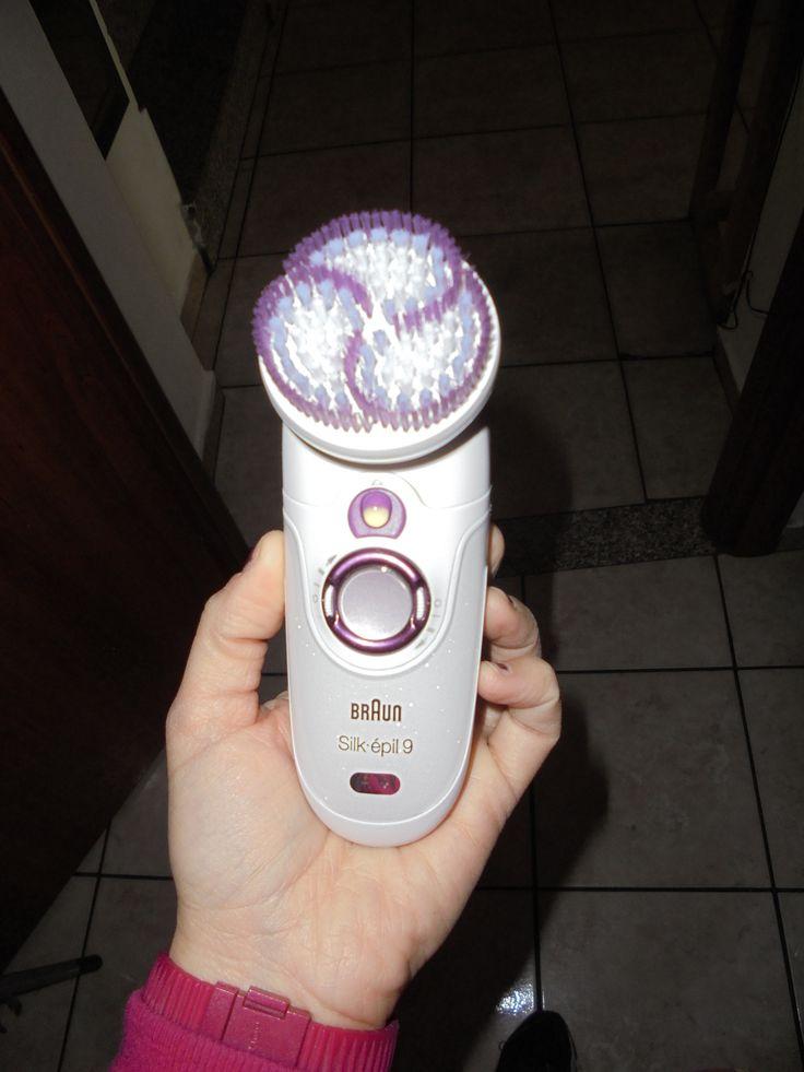 La spazzola esfoliante che elimina la pelle morta, evita i brutti peli incarniti e rende la pelle morbida, anche sotto la doccia.