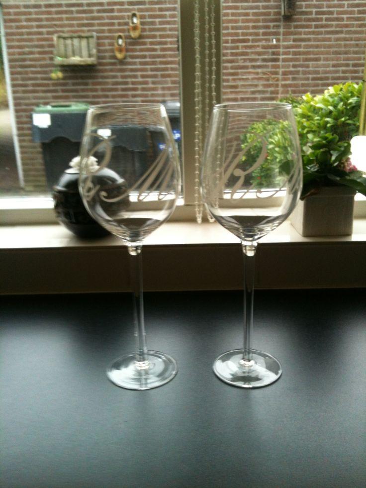 Twee nieuwe wijnglazen van RM.