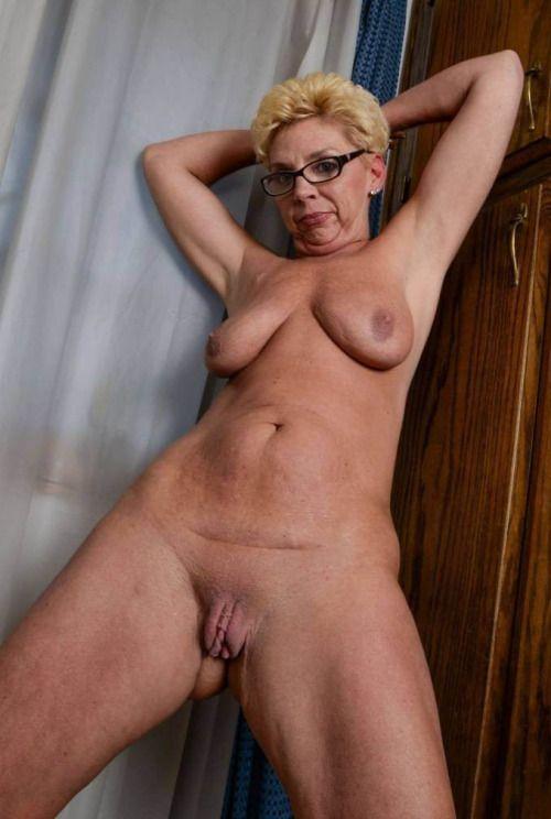 Free swinging boobs
