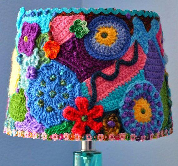 Casa de Retalhos: Dicas de Decoração, Artesanato, Reciclagem, Organização: Vestida com crochê ♥ Handmade crochet lampshade
