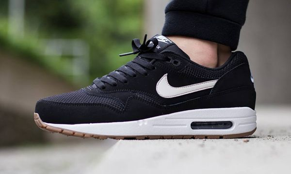 ef8347aefc Nike Releases New Black and White Colorway of the Air Max 1 Essential