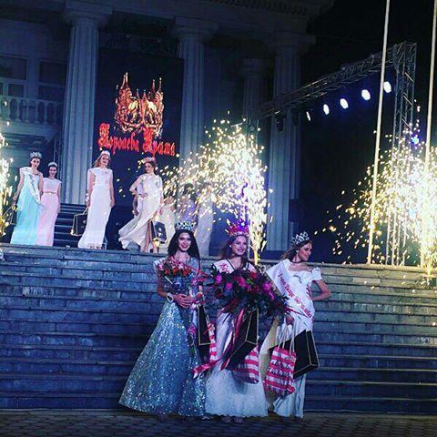 Наши красавицы На вручении титула Королева Крыма ������ а мы на нем визажисты ���� #королевакрыма2017  #макияжфеодосия  #прическифеодосия  #бровифеодосия  #we  #brows  #me #weddingmakeup  #weddinghair  #browhenna http://gelinshop.com/ipost/1522332221405905444/?code=BUgaRb3B8Ik