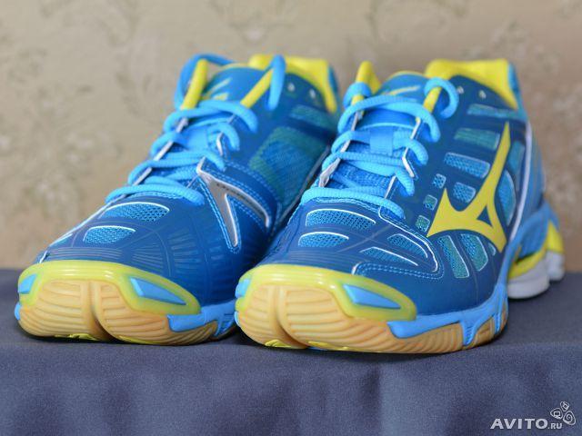 Кроссовки для волейбола MIZUNO оригинал, дамские, модель Wave Lightning RX2. Цвет:лимонный с синим(diva blue/lemon), арт.:430155. Производство Вьетнам. Куплены в США за 120 долларов + пересылка. Новая обувь в коробке.
