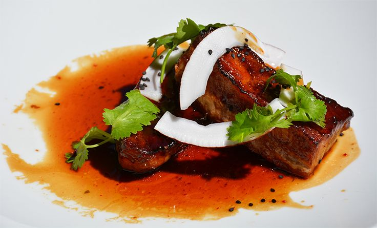 Savoureuse Poitrine de cochon de l'Aveyron au caramel, riz coco et citronnelle à dégsuter au restaurant d'Issy-les-Moulineaux au River Café ! #rivercafe #issy #restaurant #food #cochon #aveyron #caramel #riz #coco #citronelle