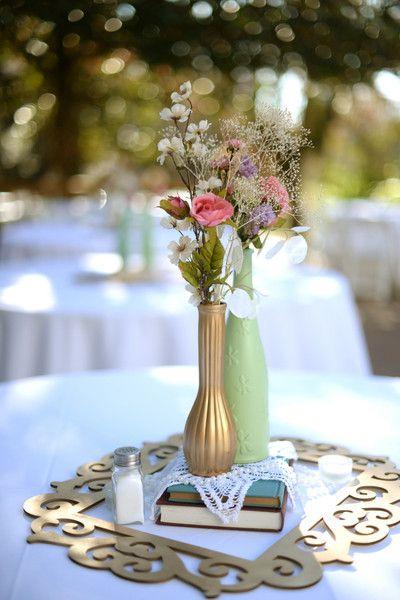 Vintage gold & pastel wedding centerpiece | Lauren Carroll Photography #Weddings #WeddingDecor