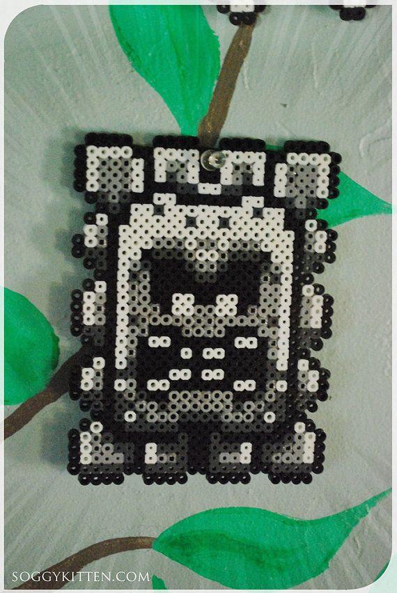 Thwomp Super Mario World SNES Perler Bead Sprite par Soggykitten