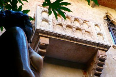 The legend of Romeo & Juliet - Guided tour with a mistery - Tryverona