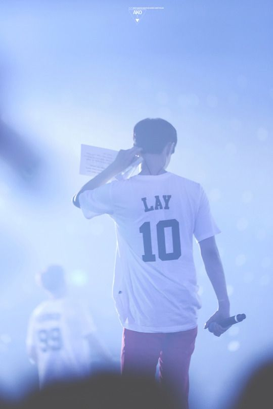 Lay - 160318 Exoplanet #2 - The EXO'luXion [dot]  Credit: AKO.