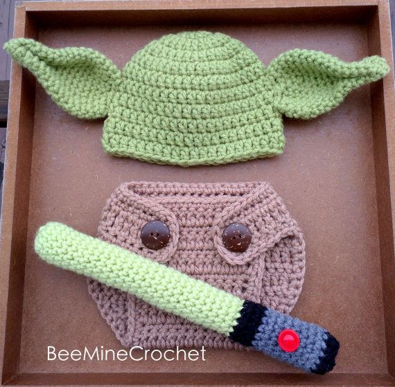 Newborn Crochet Yoda Outfit PATTERN -0-3 Months- Diaper Cover, Hat, and Light Saber. Perfect for baby photo props! For all the Star Wars fans :)