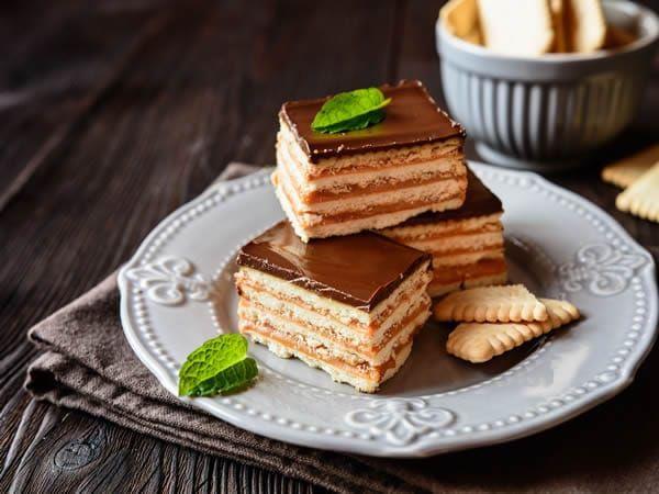 Esta tarta de dulce de leche y galletas seguramente sea la tarta mas fácil y rápidas que has preparado a lo largo de tu vida repostera. El resultado es fantástico. Tanto que todo el que pruebe esta tarta de galletas te va a pedir la receta. Así que ya sabes, recomiendale esta pagina. Un pastel de...