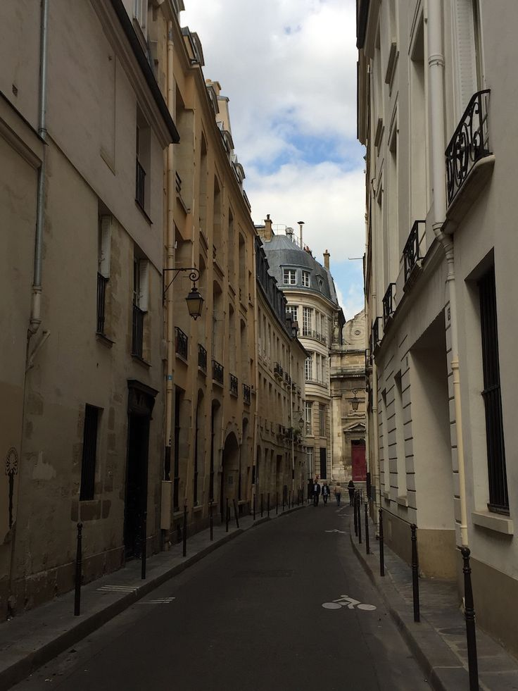 Le Marais is one of Paris' trendiest districts. Read more about it's hot spots and sites to see.