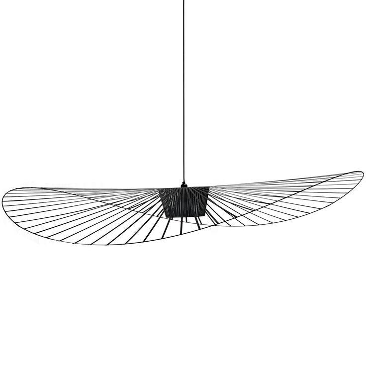 Suspension petit modèle coloris noir composée d'une structure en fer, fibre de verreet polyuréthane et d'un câble électrique en tissu noir.Un petit modèle adapté aux petits espaces !Véritabl...