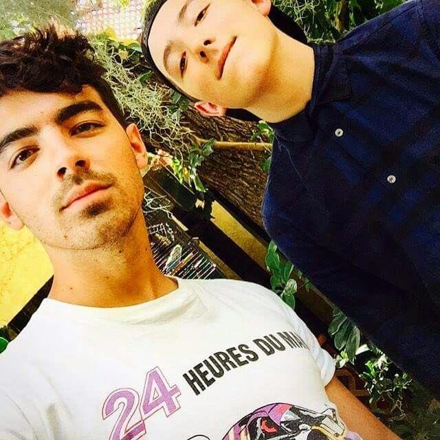 Joe Jonas and Frankie Jonas 2015