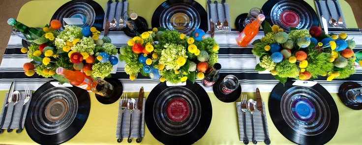 Using records (33's) as chargers under glass plates. Neat idea!: Tablesettings, Neat Idea, Wedding Ideas, Color, Tablescapes, Cute Ideas, Table Setting, Party Ideas
