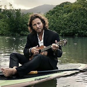 barefoot eddie vedder & his ukulele <3