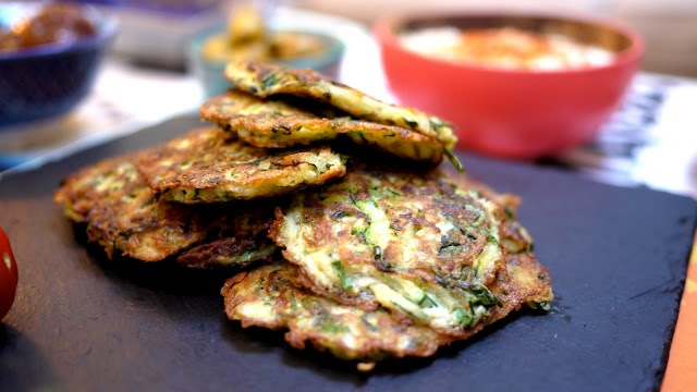 Easy courgette (zucchini) fritters & dip