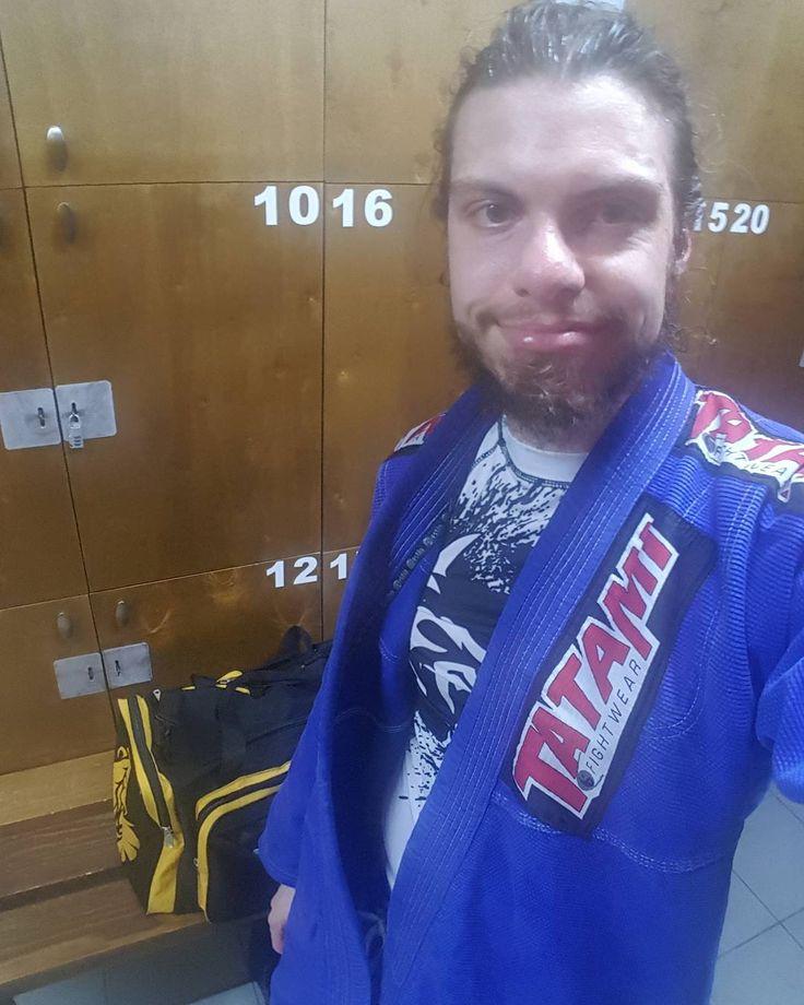 Great BJJ session today #bjj #jiujitsu #mma #brazilianjiujitsu #oss #ufc #fitness #jiujitsulifestyle #nogi #gi #training #bjjlifestyle #martialarts #lifestyle #bluebelt #fighter #bjjlife #gym #bjj4life #trainhard #fit #fitfam #gymlife #yogi #mixedmartialarts #workout #jiujitsulife #grind
