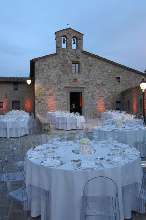 Matrimonio all'aperto in stile classico. Preludio catering & banqueting, addobbi e allestimenti per matrimoni. Wedding settings ideas, wedding inspiration.
