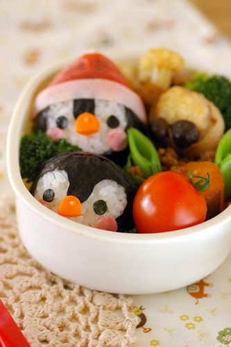 so cute penguins made out of rice balls and sea weed >.