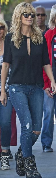 Who made Heidi Klum's blue ripped jeans and black studded ankle boots?