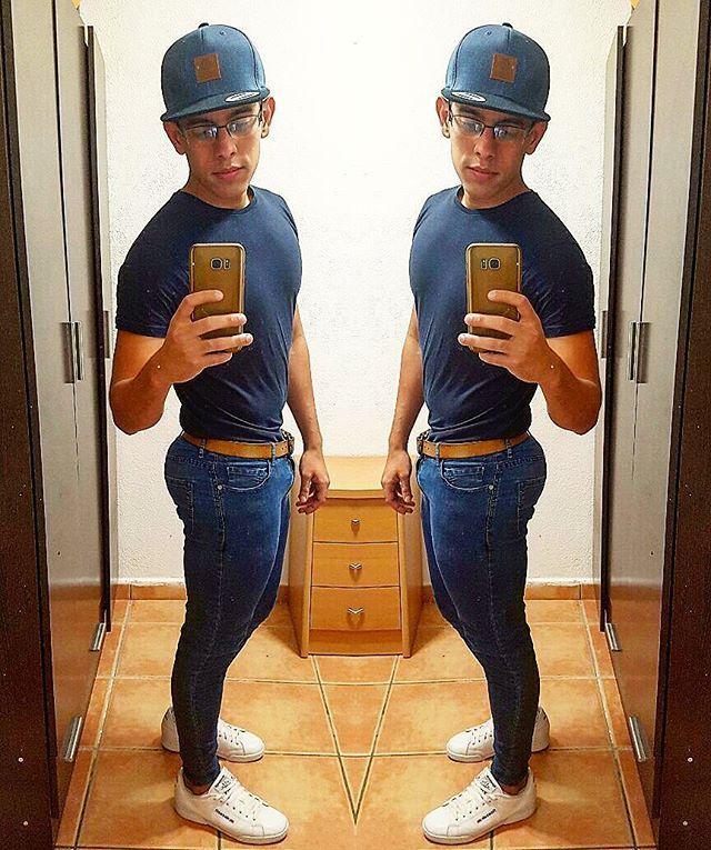 Salida un rato 😄 . . . . #denia #españa #venezuela #goodmorning #photooftheday #beautiful #gay #gays #boy #gayfit #gayjock #gayboy #gaytops #gayabs  #health #fitness #fit  #bodybuilding #gym #gymlife  #autumn #leaves  #falltime #season #seasons #instafall #instagood #madrid #smile