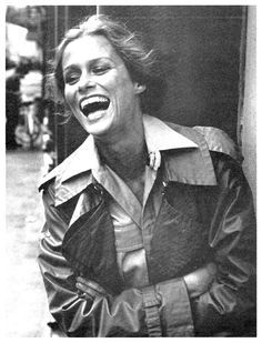 Get Inspired /  Lauren Hutton in a trench