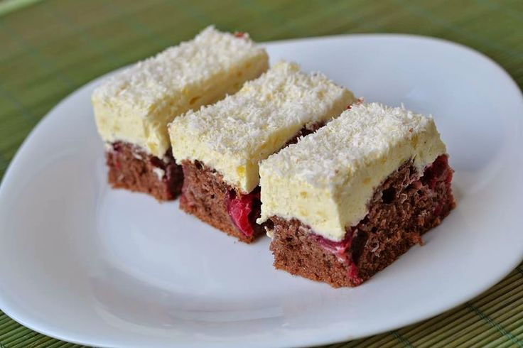 Kakaós meggyes szelet főtt vaníliakrémmel – ezt te is szeretni fogod!