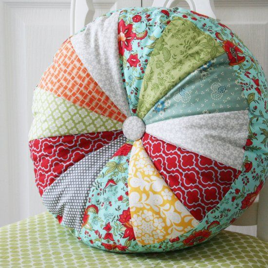 Easy to sew pillows in 2 sizes with template included.