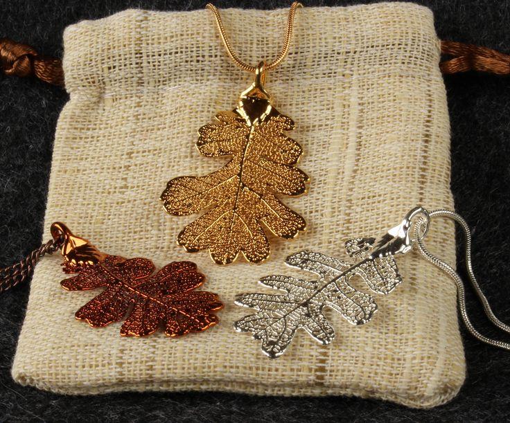 Schmuck aus echten Blättern, jedes Blatt ist ein natürliches Unikat. Verfügbar als Kettenanhänger oder Ohrringe.