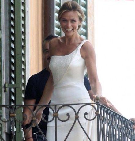 Serena Autieri in ámbito da sposa Armani .