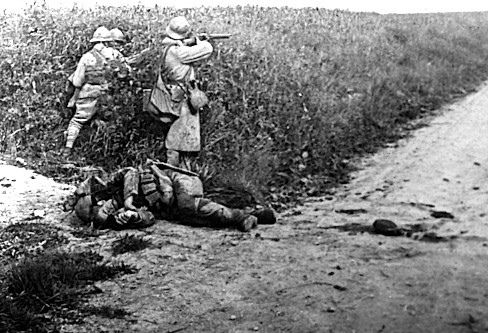 https://flic.kr/p/dYWaCz | Anonymes 14 - Archive Militaire, offensive Montdidier-Noyon  - Prise de Courcelles (Oise, France), prés du plateau côte 100 - 11-06-1918 - Photo de Plaque de verre positive stereo