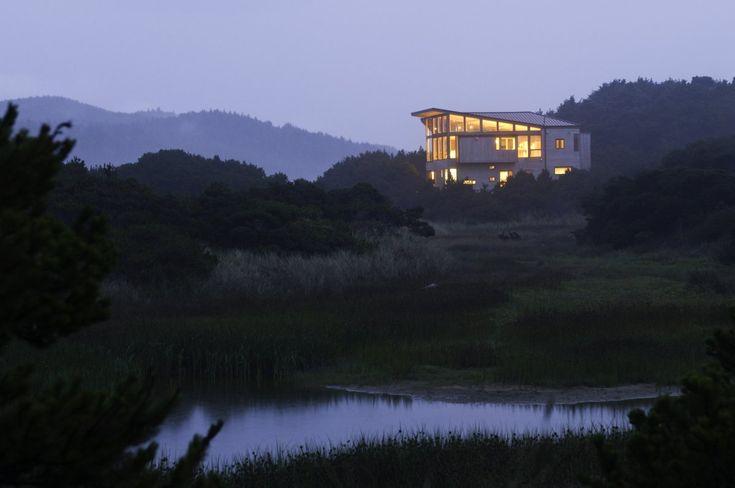Imagen 3 de 13 de la galería de Casa Costera / Boora Architects. © Jon Jensen