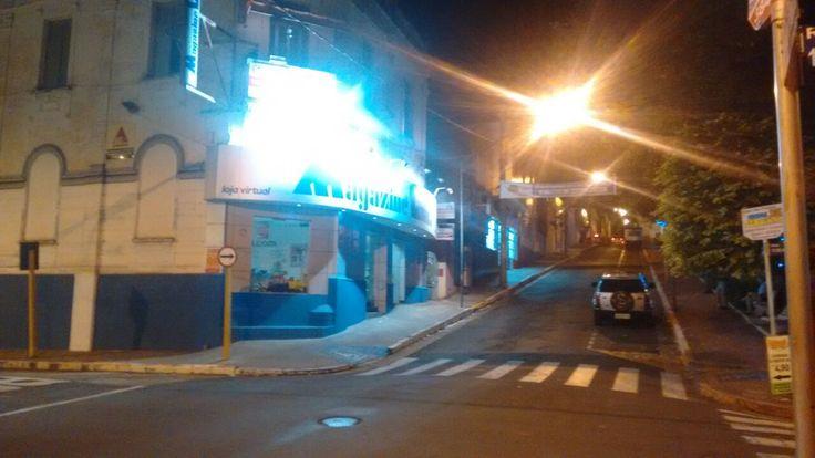 Bandido morre em troca de tiros com a Polícia em São Manuel -   A Polícia Militar trocou tiros com bandidos na madrugada deste domingo em São Manuel após uma tentativa de arrombamento de cofre de uma loja de rede localizada no centro da cidade. Diversas viaturas de São Manuel foram mobilizadas e algumas de Botucatu foram para o apoio.  Segundo a FM  - http://acontecebotucatu.com.br/policia/bandido-morre-em-troca-de-tiros-com-policia-em-sao-manuel/