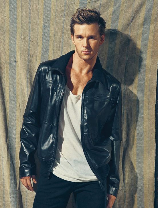 Ryan Kwanten    stupid stupid Jason Stackhouse! but I <3 him anyway