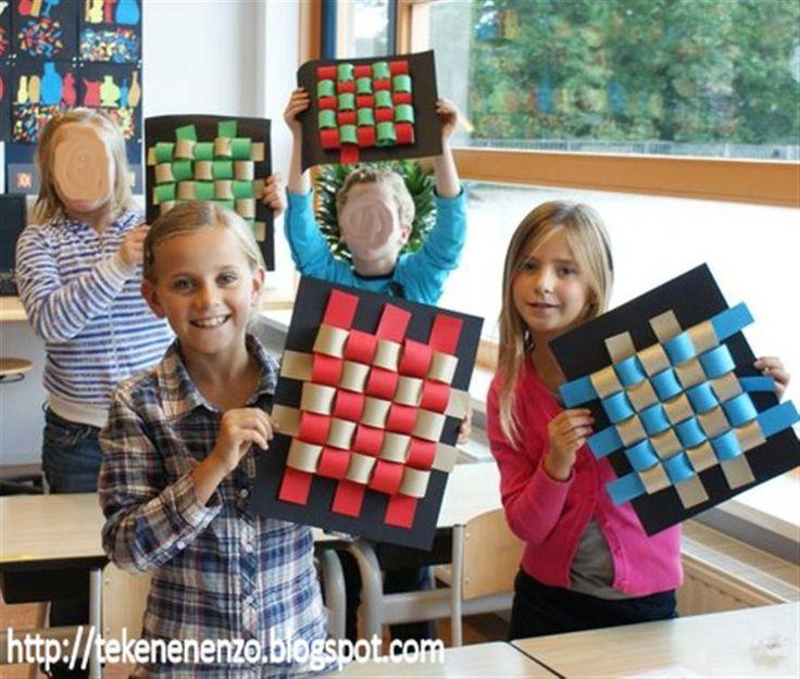 Door leerlingen van groep 5 Benodigdheden: papieren stroken in 2 kleuren, 4 cm breed zwart karton schaar lijm geprint hokjesvel van 5 b...