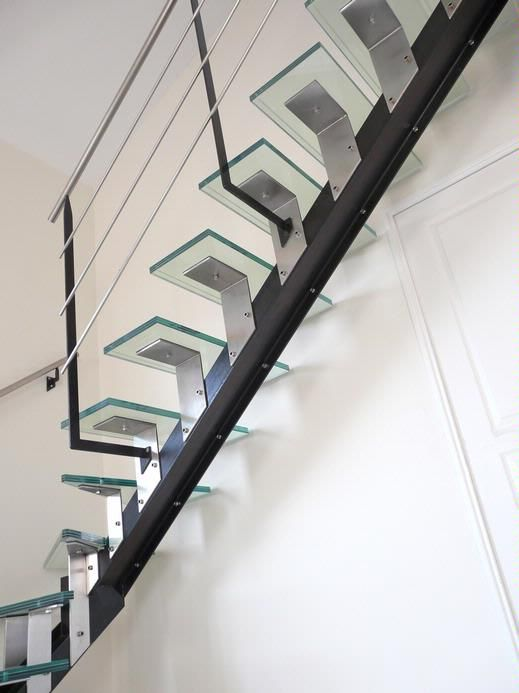 14 best images about escaliers on pinterest dark metals and bespoke - Escalier verre et metal ...