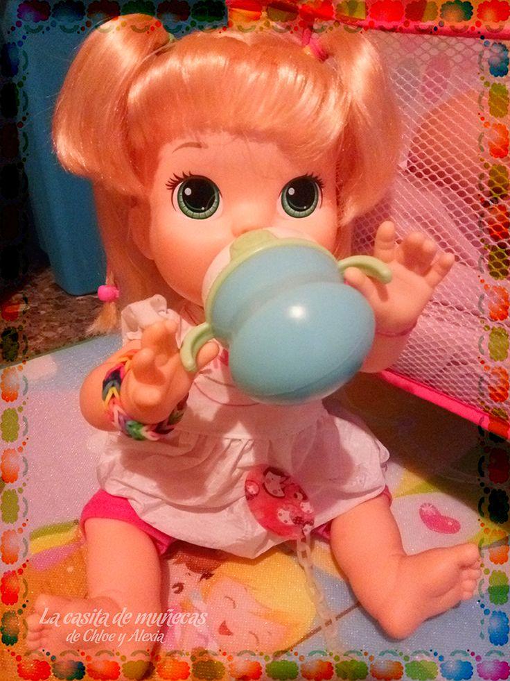 —Ummm, que sed que tenía, gracias, mami. (Baby Alive Snackin' Sara o Sara comiditas divertidas)