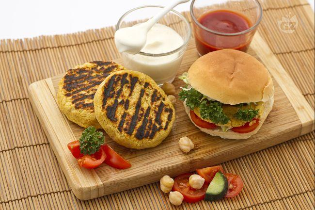 L'hamburger di ceci è un piatto unico vegetariano a base di ceci molto saporito che può essere preparato con svariati ingredienti.