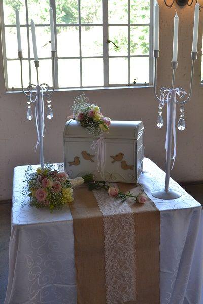 Beautiful vintage wedding decor