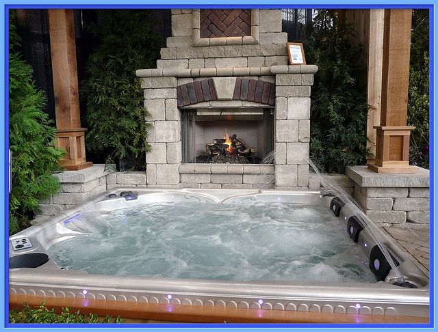Outdoor hot tub with fireplace hot tub pinterest for Jacuzzi spa exterior